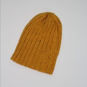 Accessories - Yellow knitted beanie